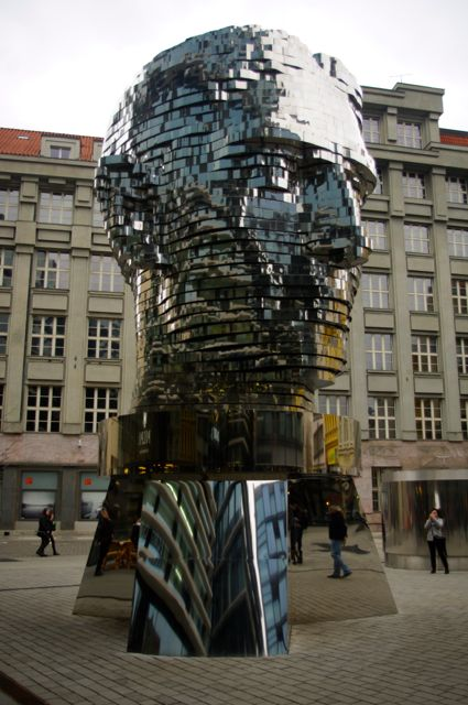 Kafka, statue cinétique de David Černý (2014)